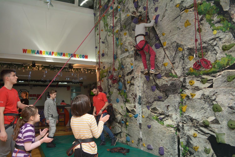 veštačka stena na rođendanima u beogradu u areni fun factory